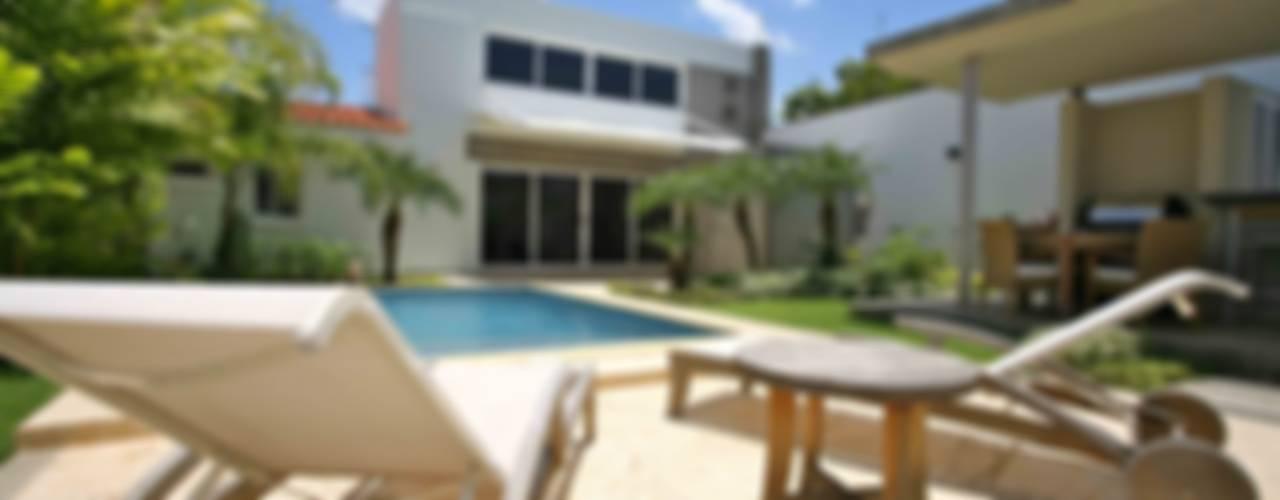 Modern Pool by Objetos DAC Modern