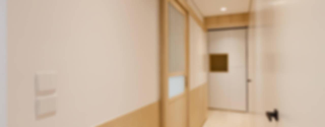 arctitudesign Pasillos, vestíbulos y escaleras minimalistas