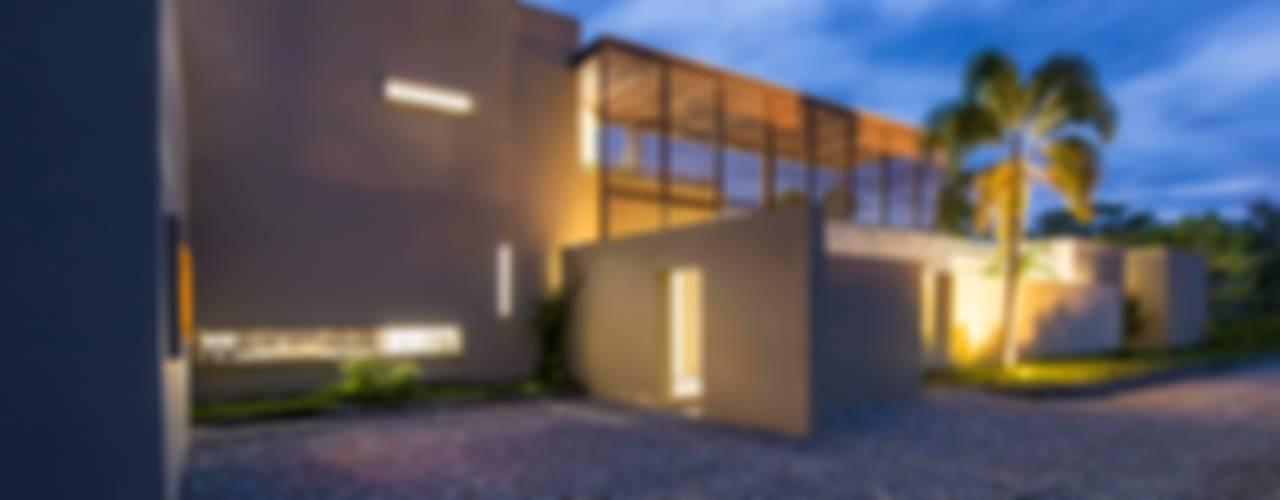 Minimalist garage/shed by David Macias Arquitectura & Urbanismo Minimalist