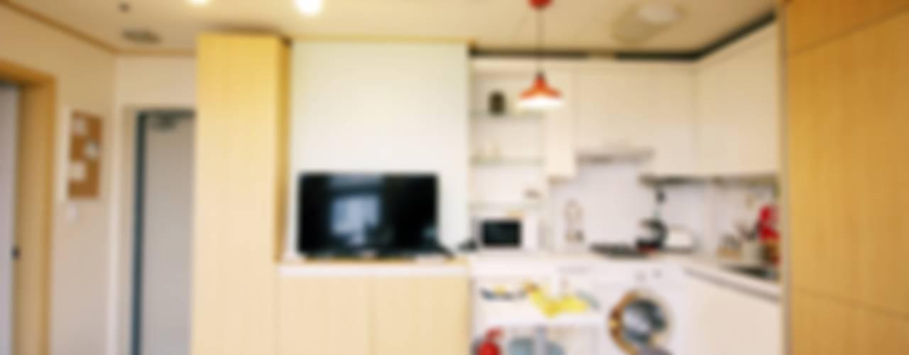 내츄럴한 12평 오피스텔 홈스타일링: homelatte의  거실