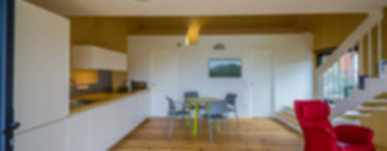 Cocinas de estilo moderno de MapOut Moderno