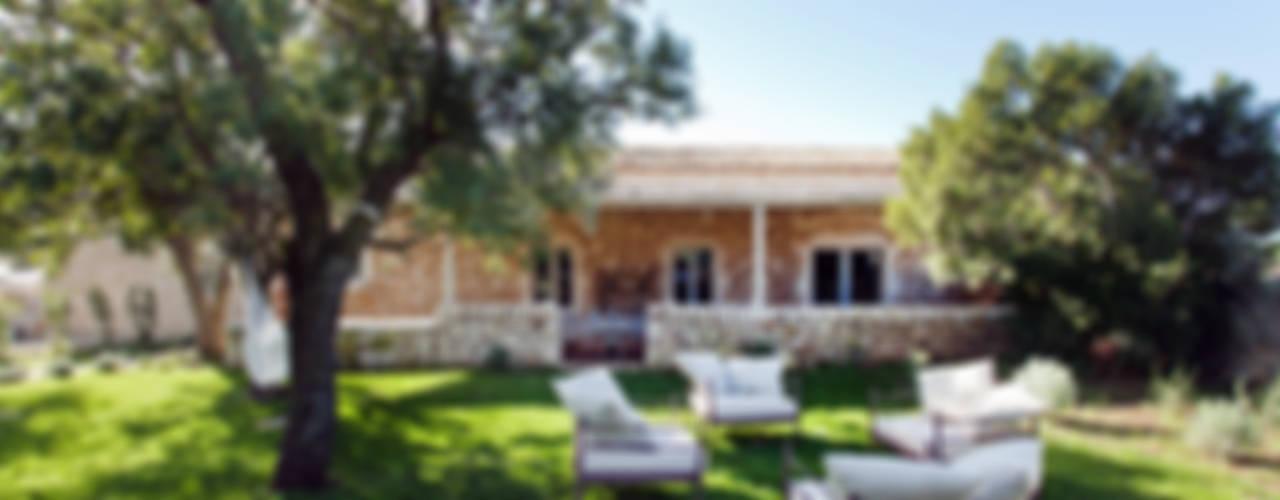 MASSERIA D'ESTIA: Giardino in stile In stile Country di BB Architettura del Paesaggio
