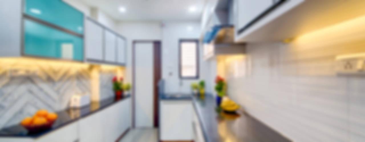 Kitchen: eclectic Kitchen by Saar Interior Design