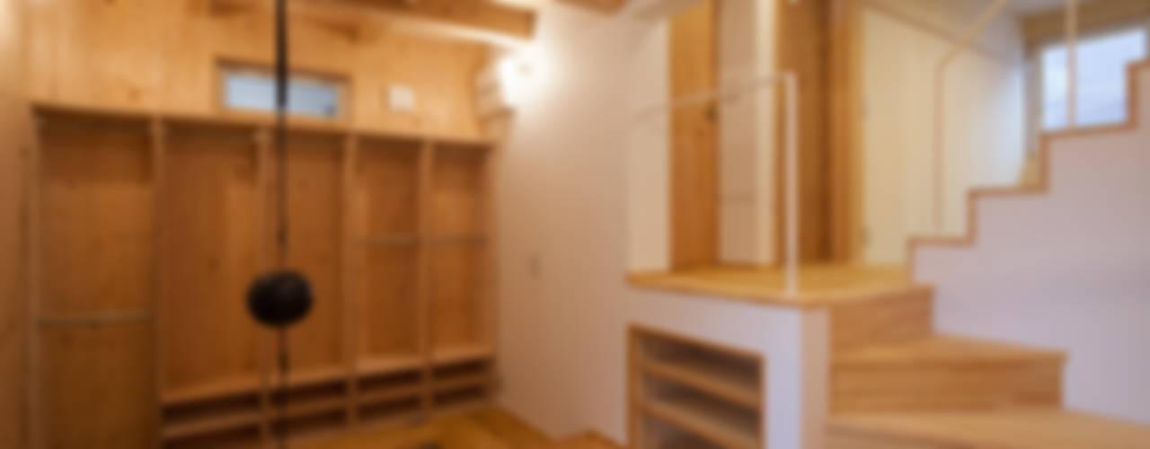에클레틱 복도, 현관 & 계단 by 株式会社グランデザイン一級建築士事務所 에클레틱 (Eclectic)