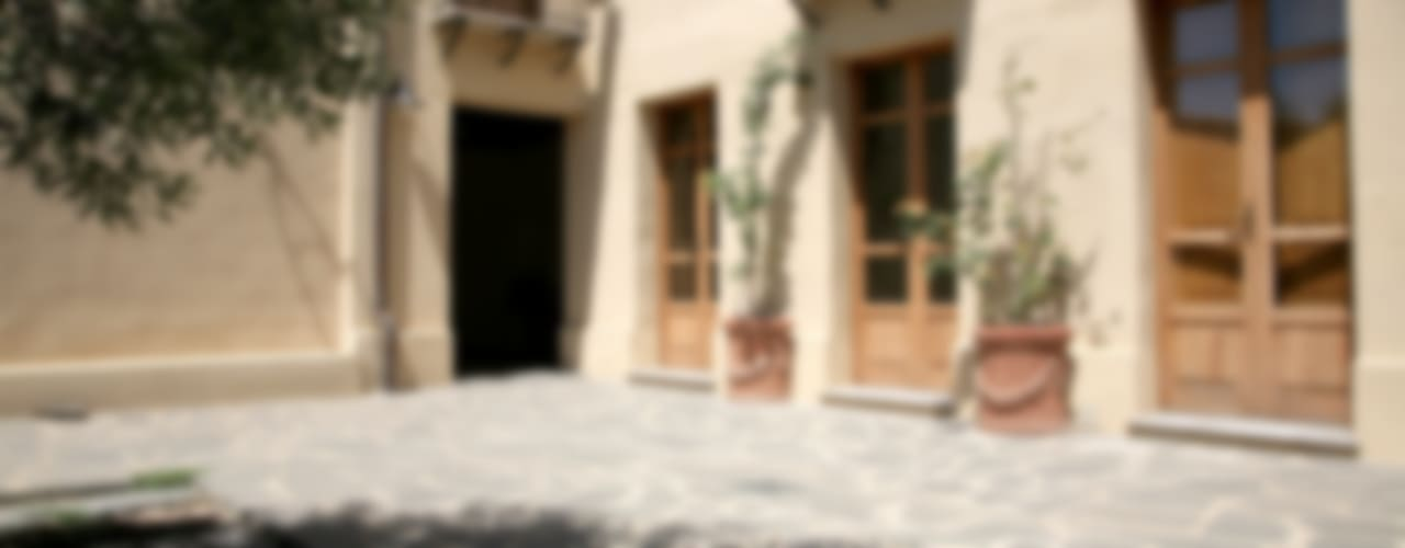 Casa in terra cruda Balcone, Veranda & Terrazza in stile mediterraneo di Studio di Architettura Ortu Pillola e Associati Mediterraneo