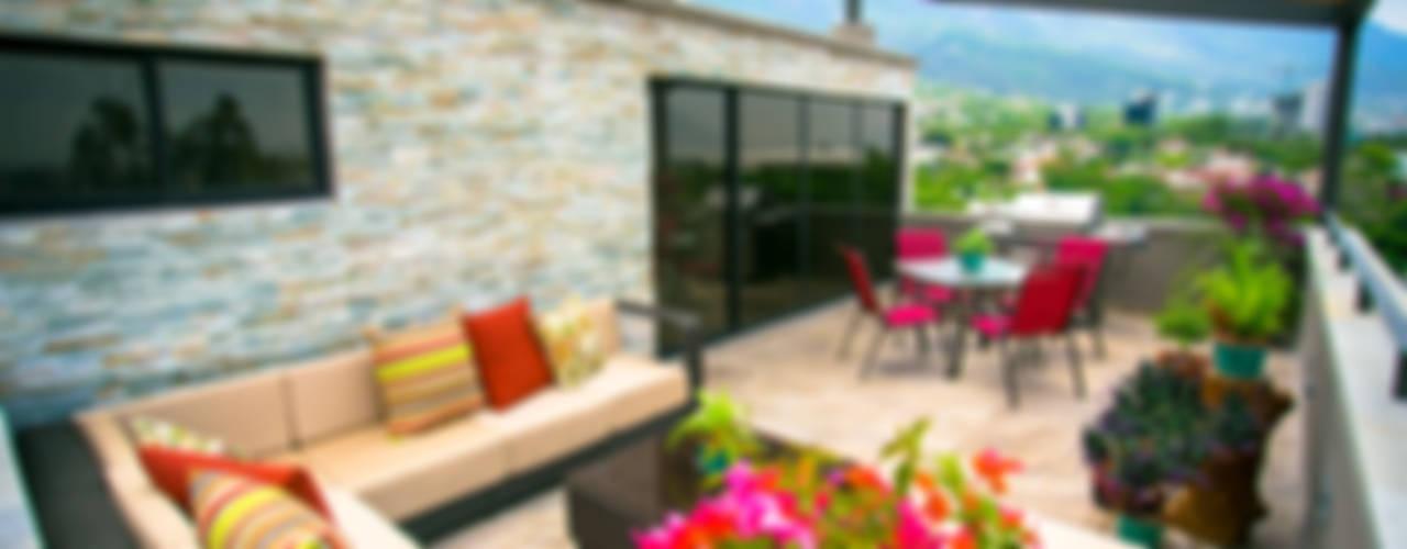 Balcones y terrazas modernos de ICAZBALCETA Arquitectura y Diseño Moderno