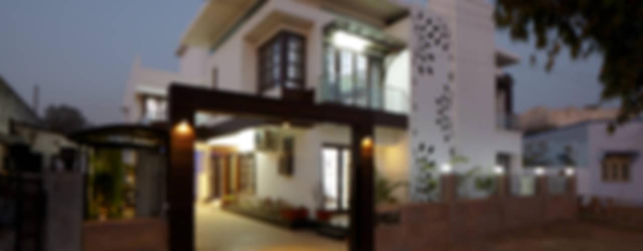 Dr Rafique Mawani's Residence Minimalist houses by M B M architects Minimalist