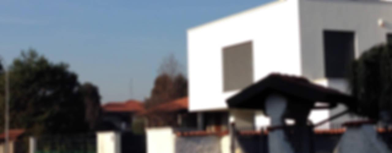 MONO C+P Case moderne di Studio GIOLA | Casorezzo MI Moderno
