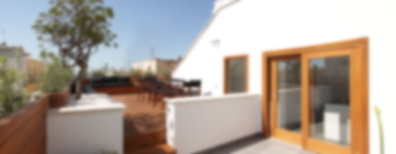 Minimalist balcony, veranda & terrace by studioSAL_14 Minimalist