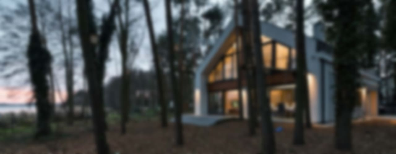 Dom jednorodzinny nad jeziorem Nowoczesne domy od ELM Projekt Studio Nowoczesny