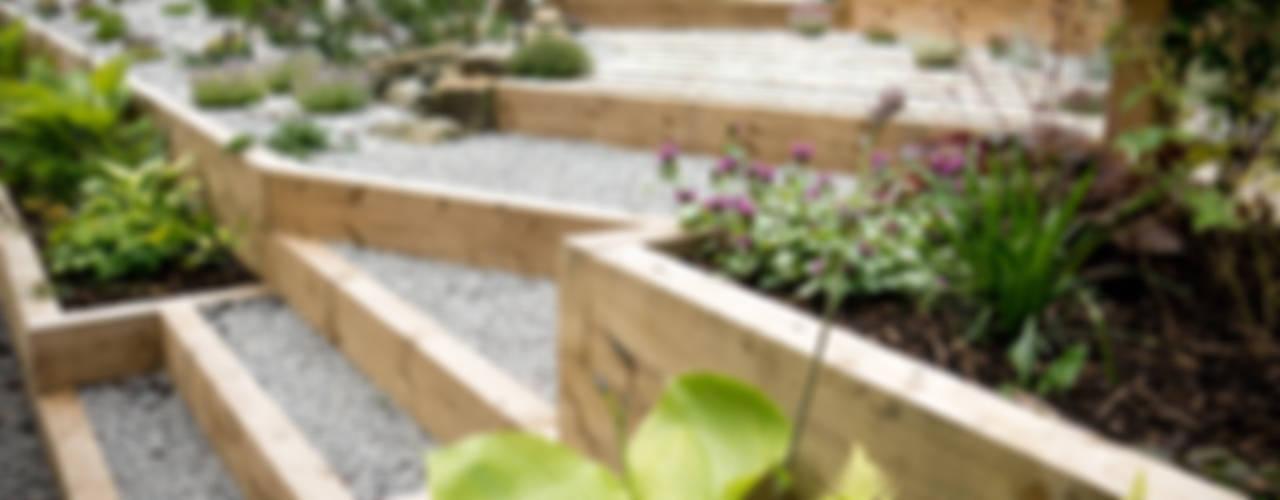 Modern Garden with a rustic twist Yorkshire Gardens Giardino moderno
