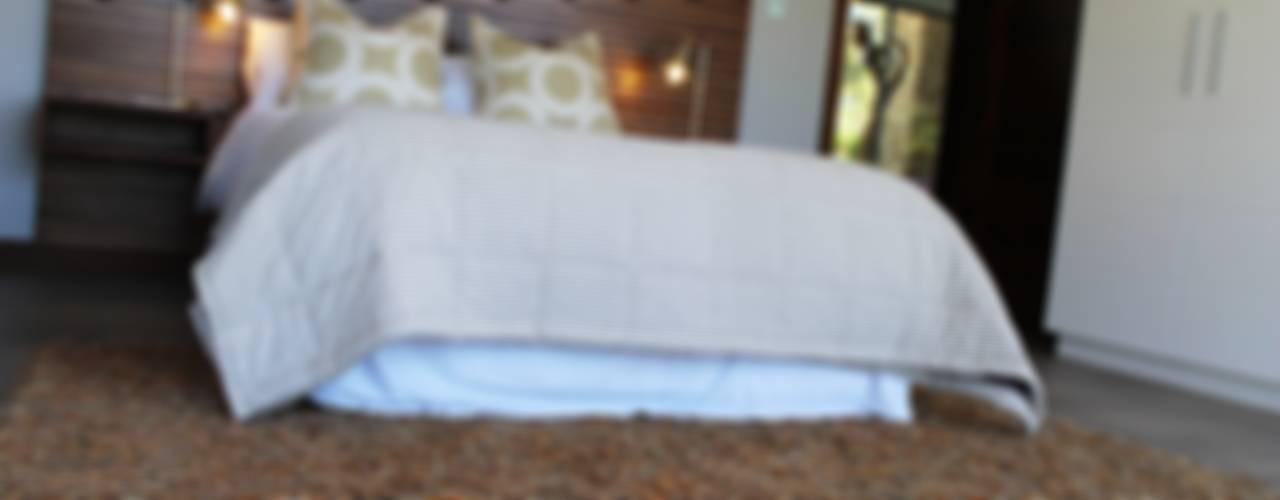 Margaret Berichon Design Classic style bedroom Solid Wood Beige