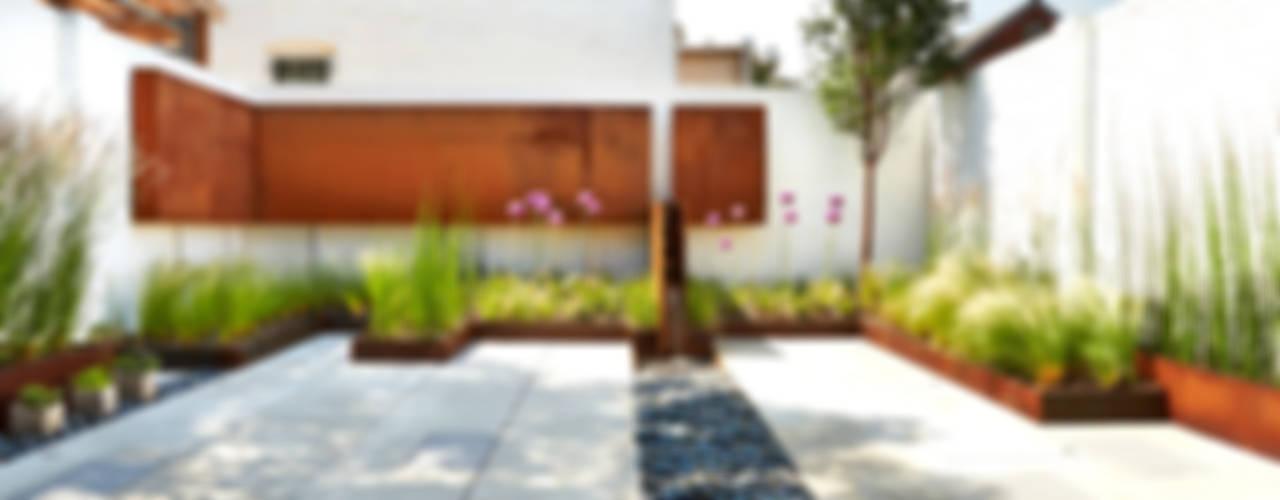 Jardin moderne par KUBE Architecture Moderne