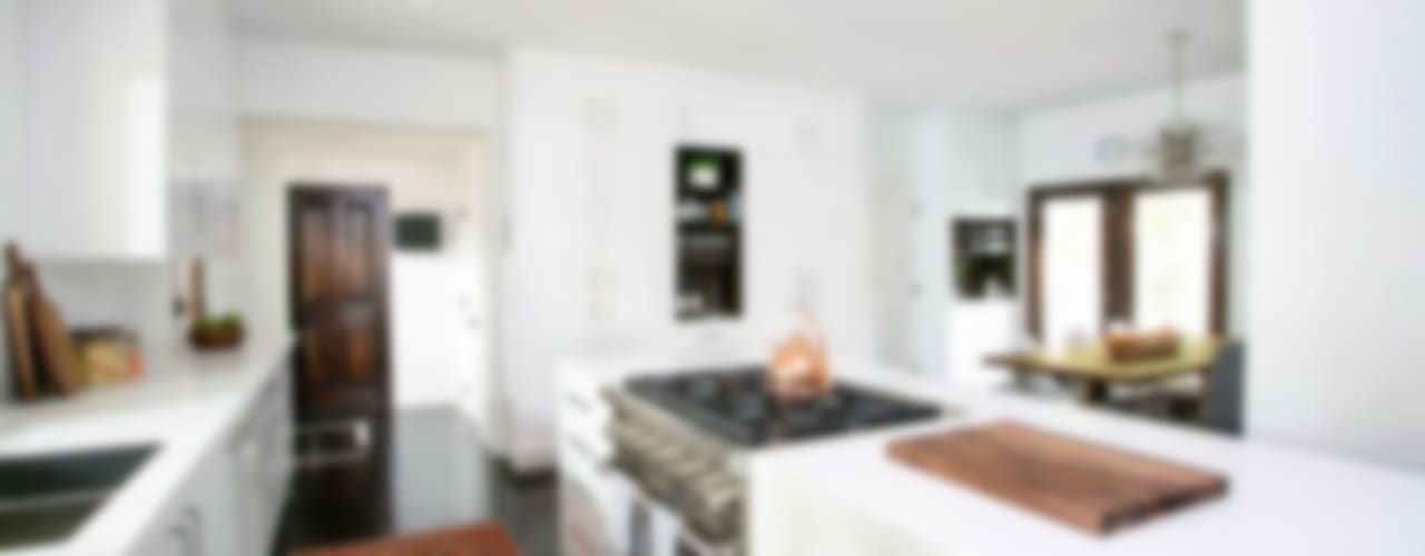 Hollywood Hills:  Kitchen by Jessica Today Designs