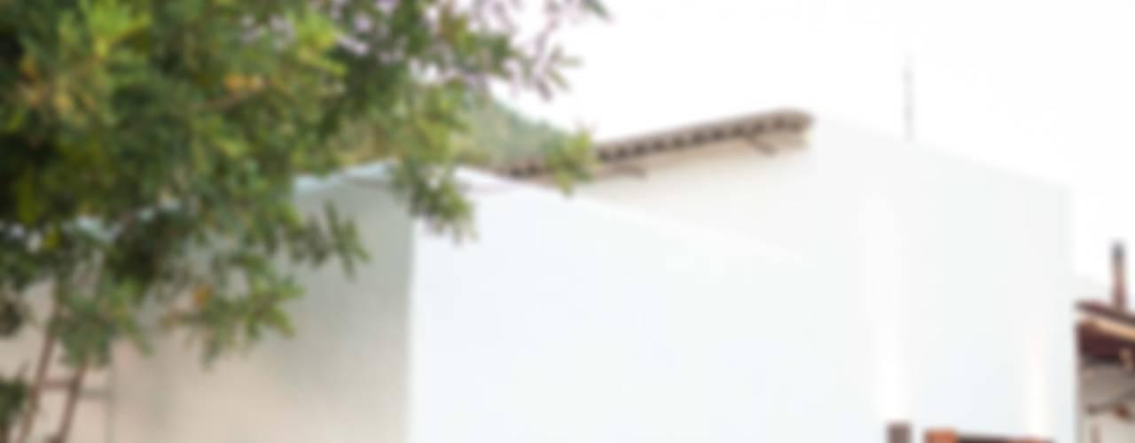 Casas de estilo mediterraneo por Ibiza Interiors - Nederlandse Architect Ibiza