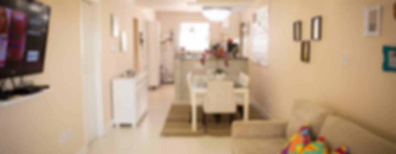 Sala da pranzo in stile tropicale di P2 Arquitetos Associados Tropicale