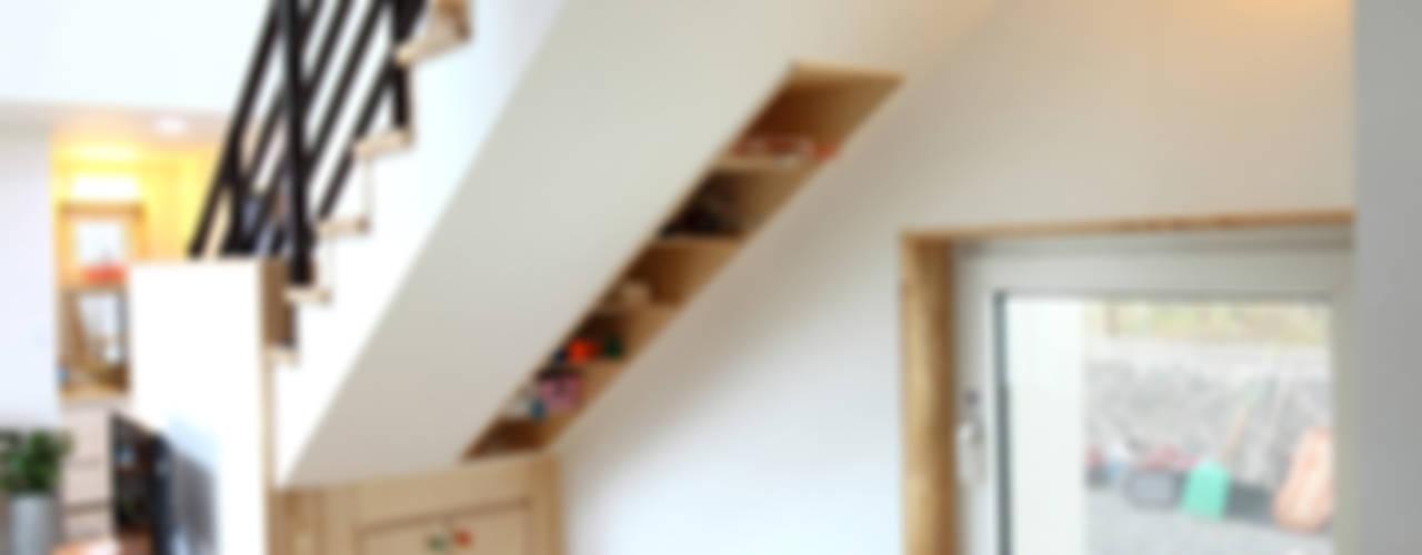 Коридор и прихожая в . Автор – 주택설계전문 디자인그룹 홈스타일토토, Модерн