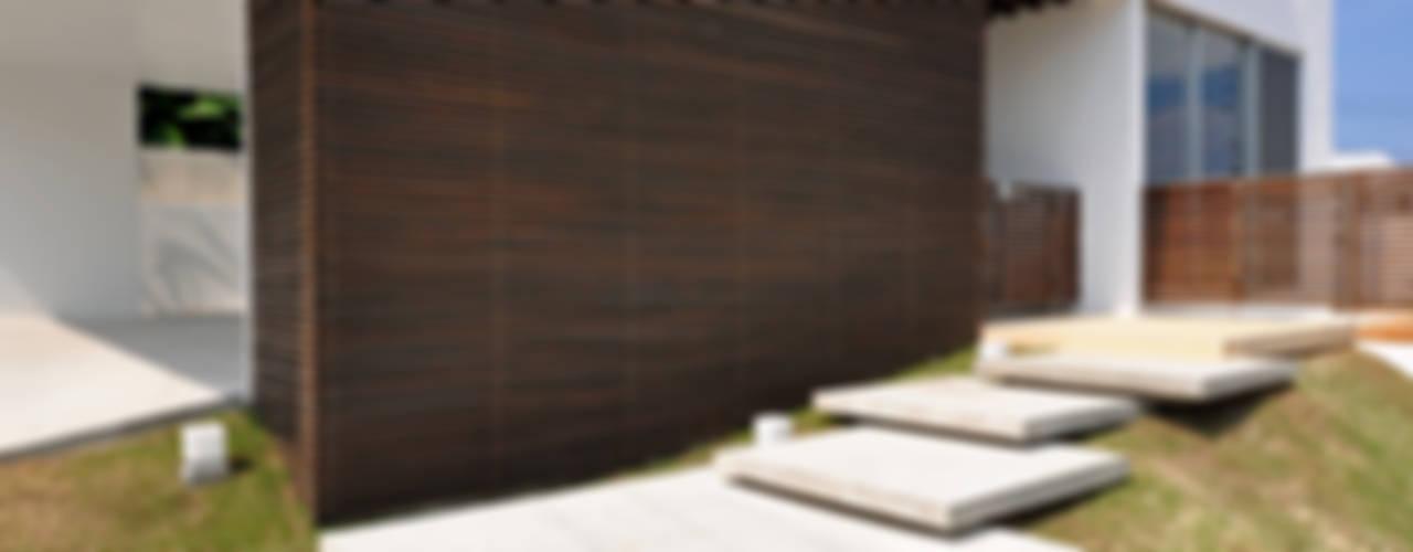 門一級建築士事務所 Casas modernas: Ideas, imágenes y decoración Madera Acabado en madera