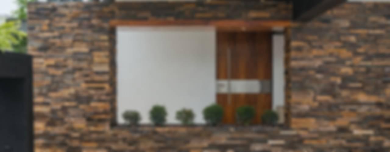 Minimalist house by ROKA Arquitectos Minimalist