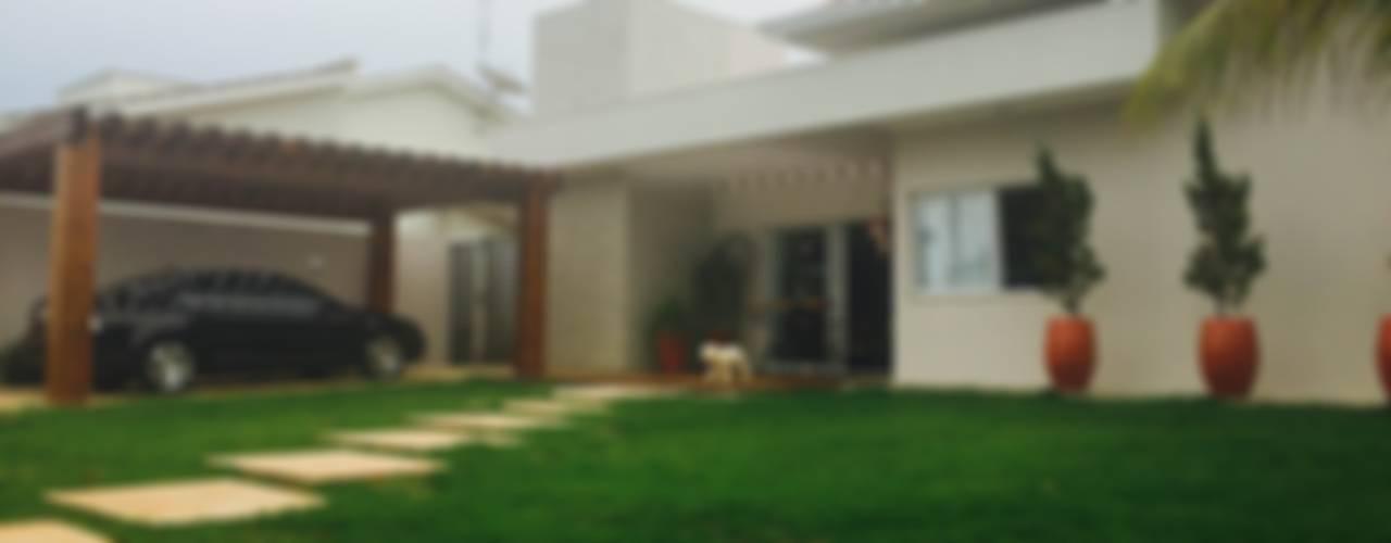 modern Houses by au cubo arquitetura