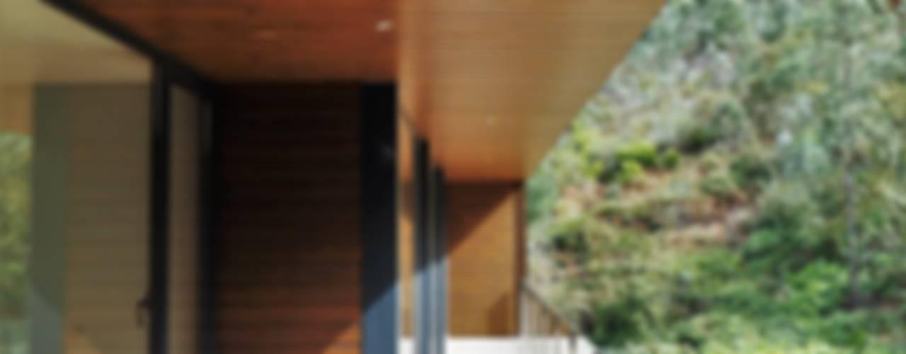 Casas modernas: Ideas, imágenes y decoración de Lethes House Moderno