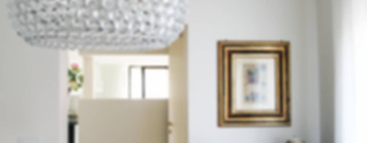Relooking appartamento datato Soggiorno moderno di SuMisura Moderno