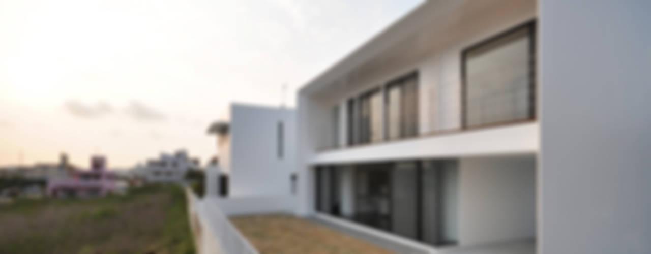 Casas modernas: Ideas, imágenes y decoración de 門一級建築士事務所 Moderno