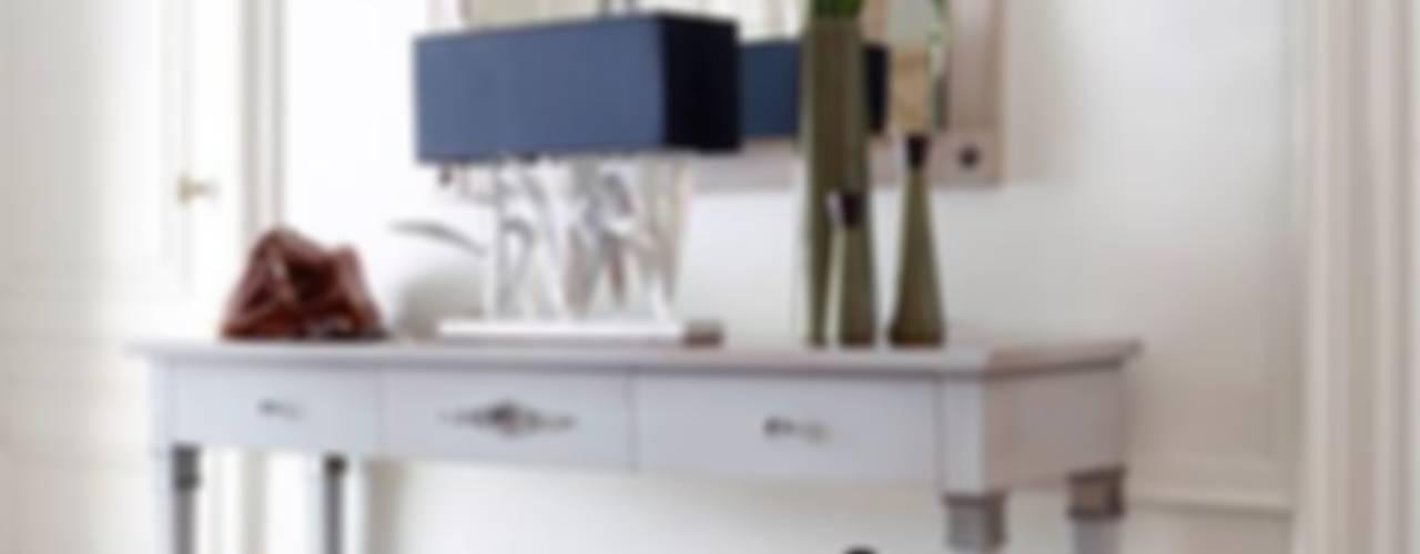 ENTRADA: Pasillos y recibidores de estilo  por Conexo., Clásico