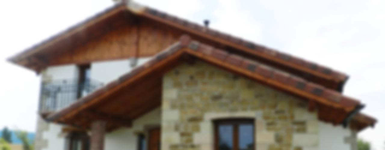 Sustainable Houses (Navarra) Casas de estilo rústico de XTid Associates Rústico