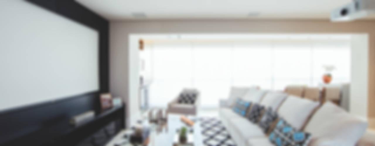 Living room by Revellar Marcenaria, Modern