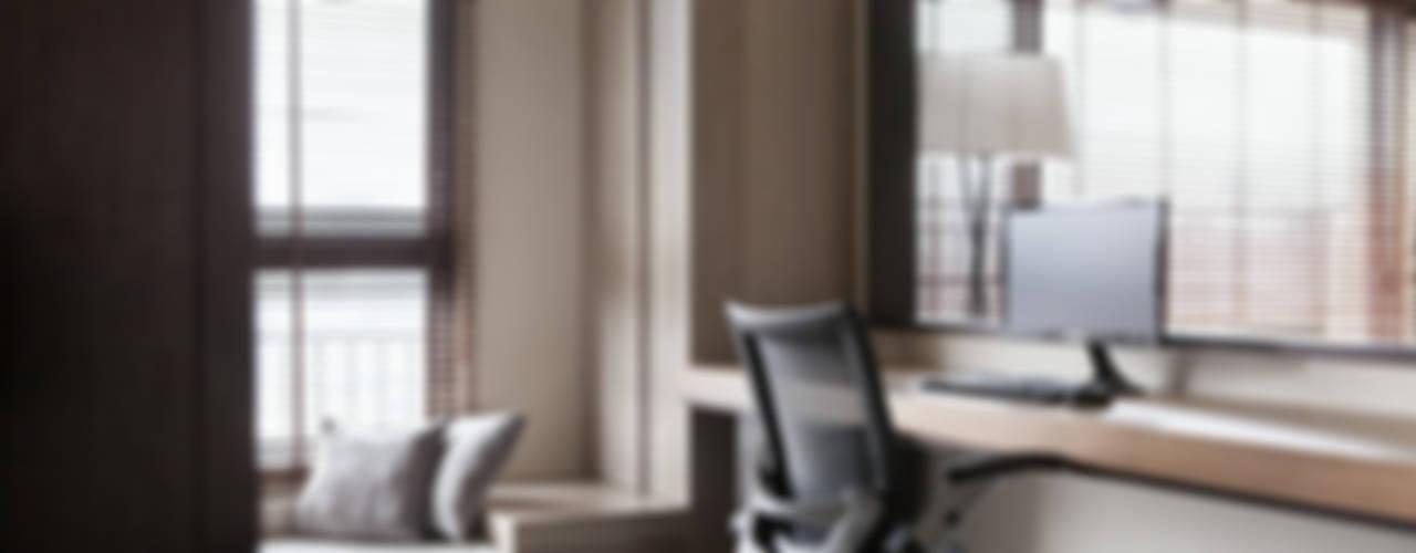 佳茂上苑:  書房/辦公室 by 思維空間設計