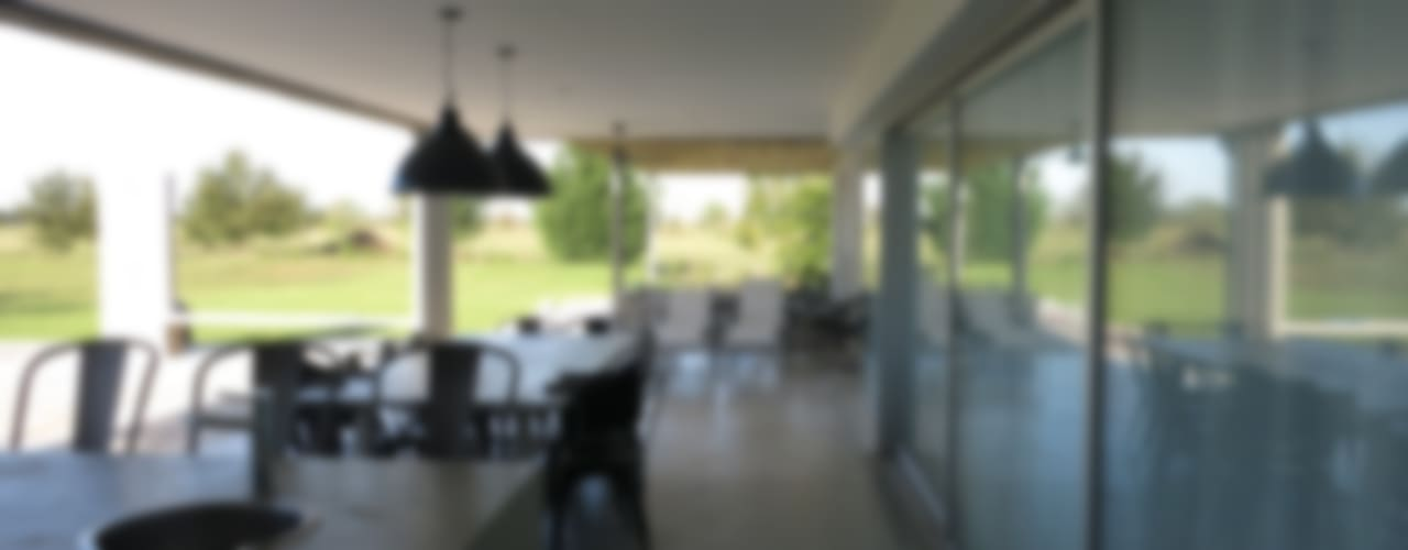 Casa LR4546 Balcones y terrazas minimalistas de MARIA NIGRO ARQUITECTA Minimalista