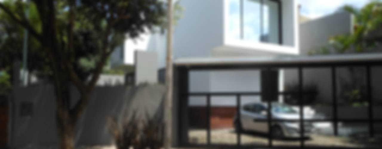 Casas de estilo  por Cláudia Legonde