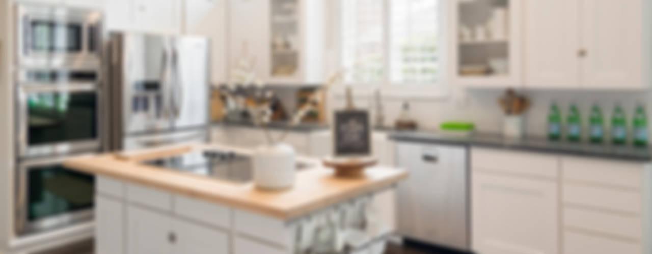 Urban Scandinavian Home: scandinavian Kitchen by Urbanology Designs