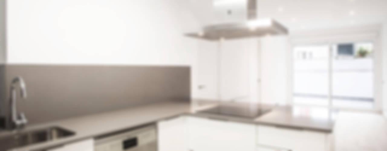 Cocinas modernas: Ideas, imágenes y decoración de Grupo Inventia Moderno