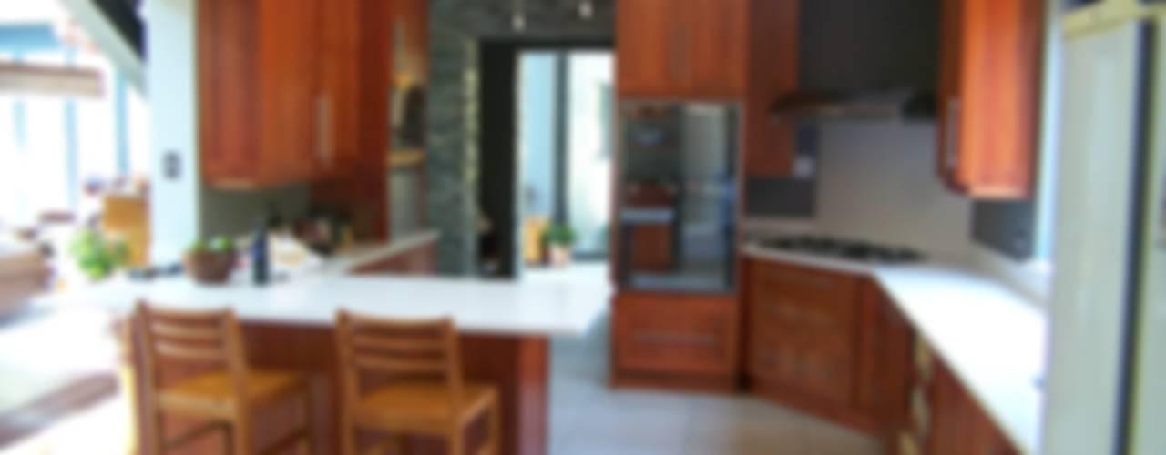 Cocinas de estilo moderno por Human Voice Architects
