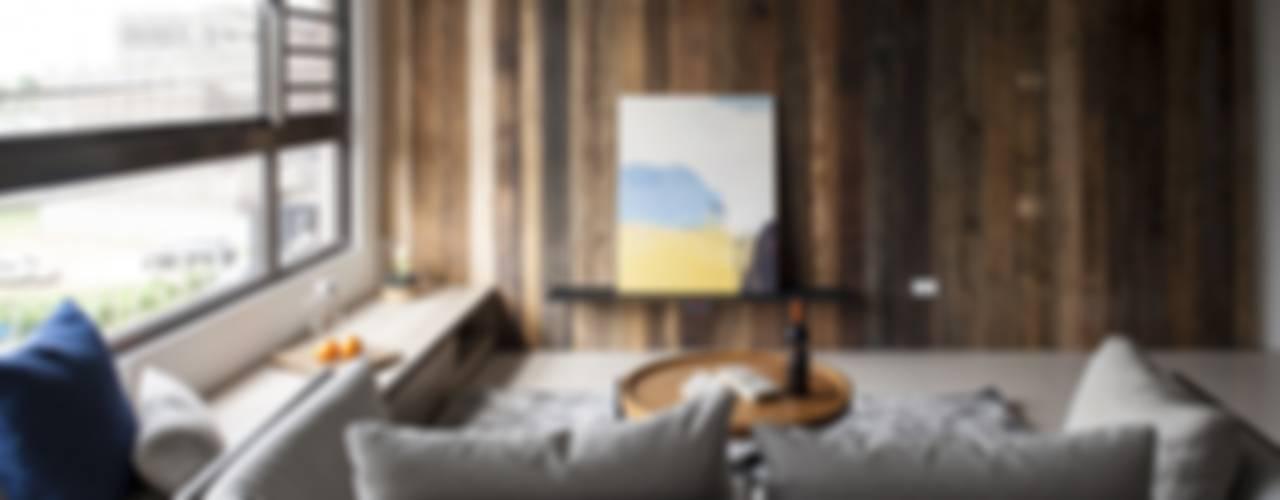 自在生活:  客廳 by 木皆空間設計,