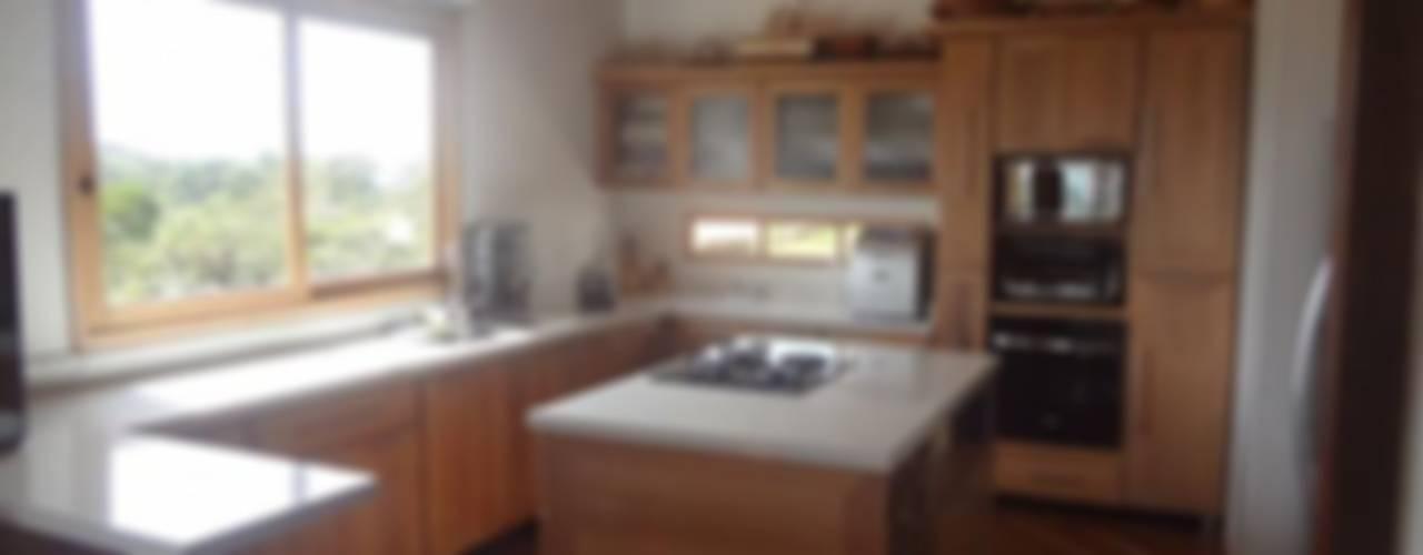 Kitchen by PREFABRICASA