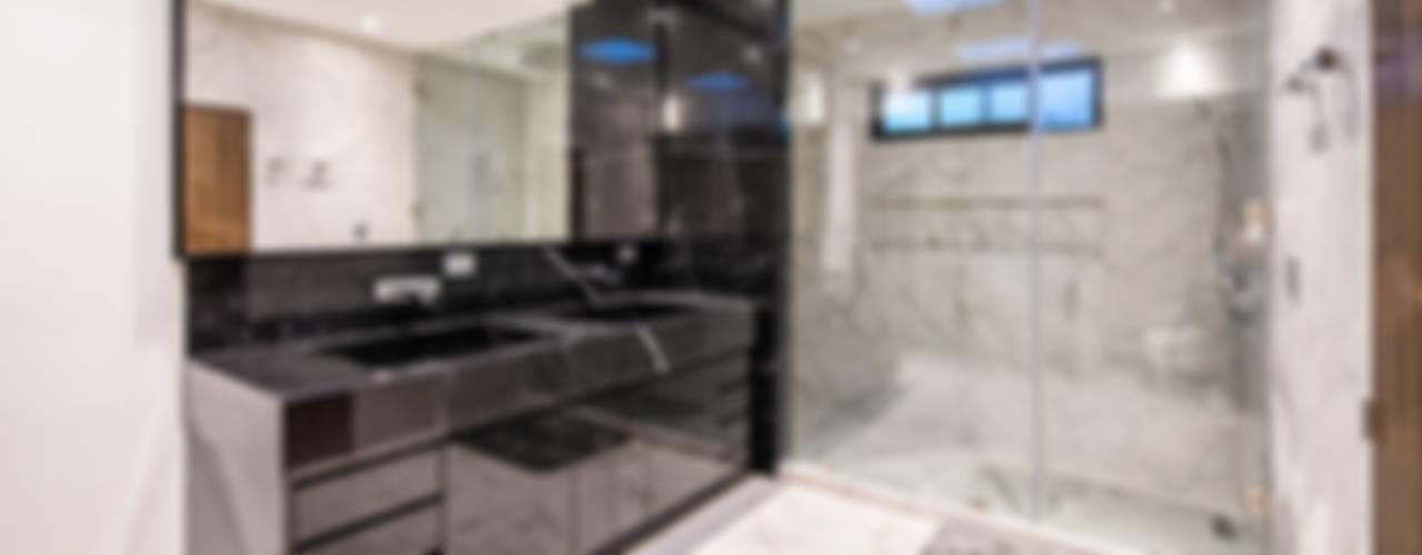 QR201: Baños de estilo  por ESTUDIO TANGUMA