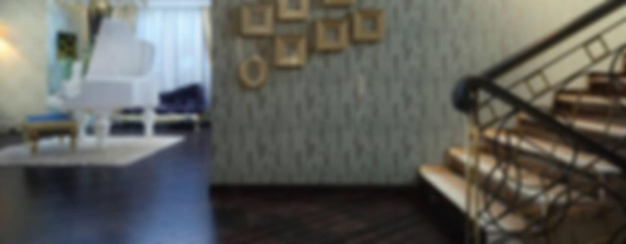 Pasillos y hall de entrada de estilo  por Студия дизайна интерьера Dking