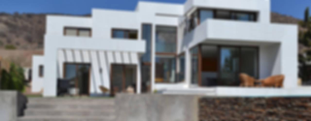 Casa en Pendiente 1 Casas estilo moderno: ideas, arquitectura e imágenes de Marcelo Roura Arquitectos Moderno