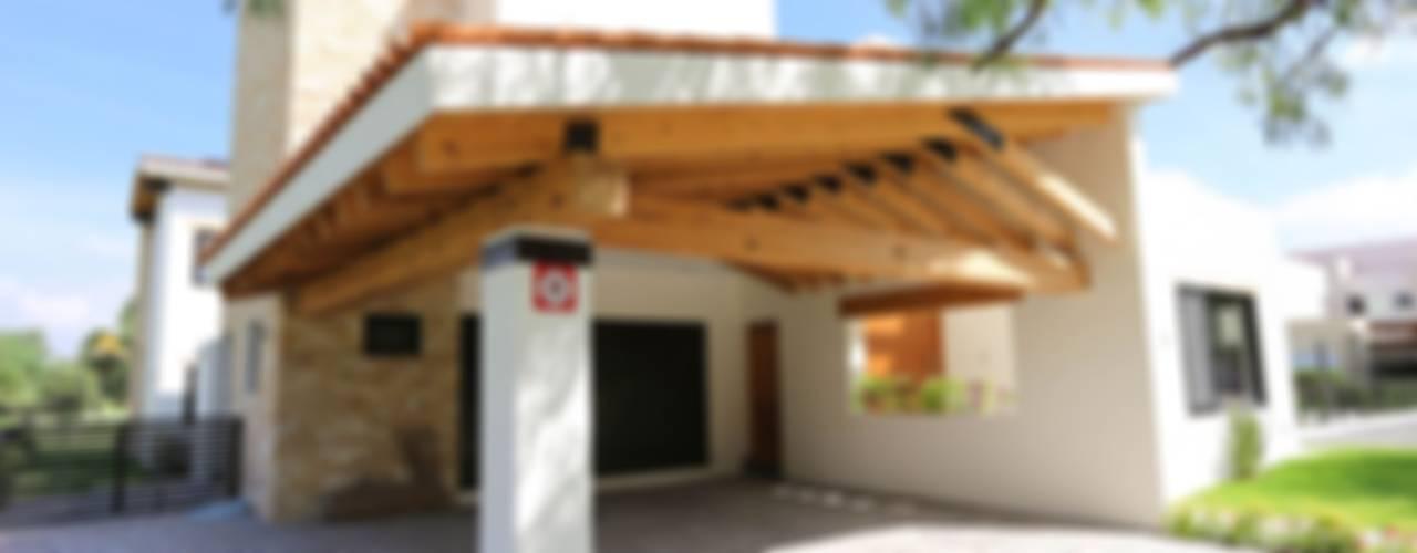 Balvanera St. Andrews: Garajes de estilo moderno por Arquitectura MAS