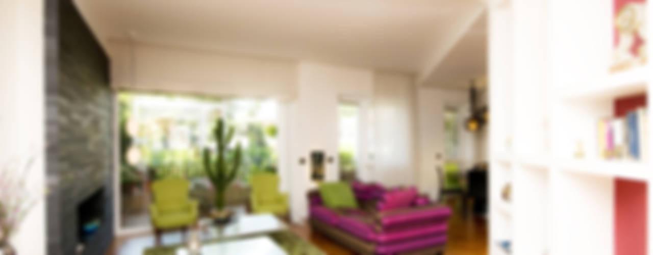 غرفة المعيشة تنفيذ Fabiola Ferrarello architetto,