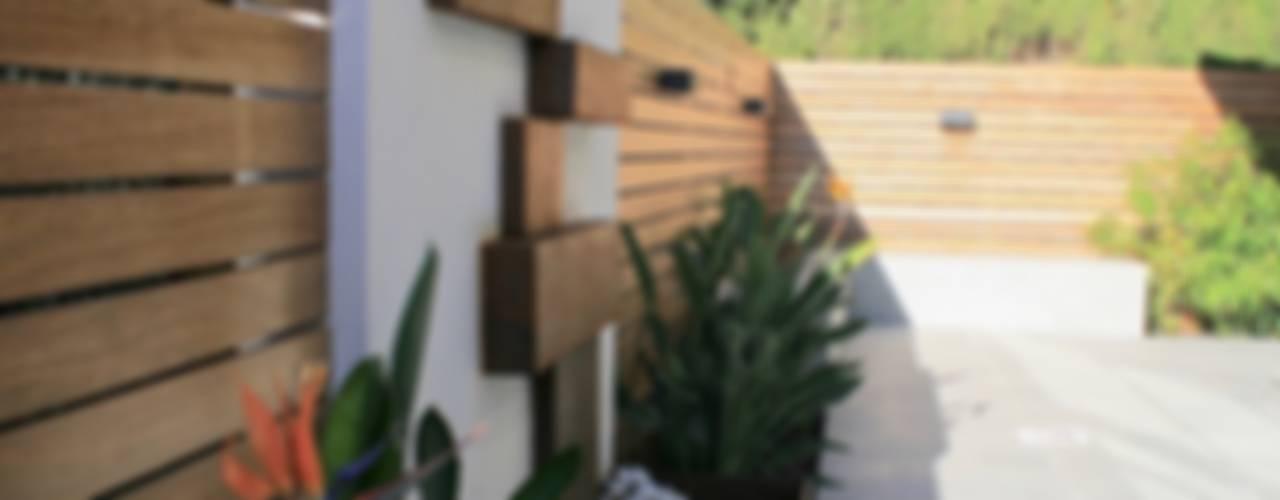 Jardines de estilo  por Interiorismo Conceptual estudio