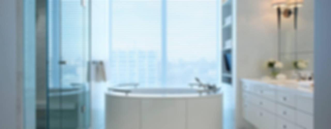 Klasyczna łazienka od Douglas Design Studio Klasyczny