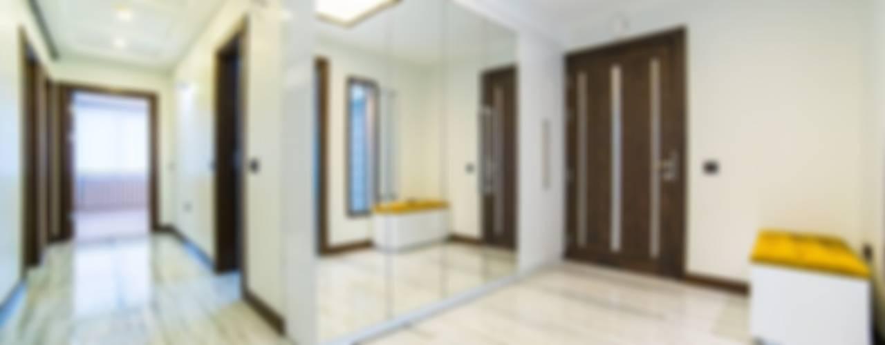 Onn Design Pasillos, halls y escaleras minimalistas Granito Beige