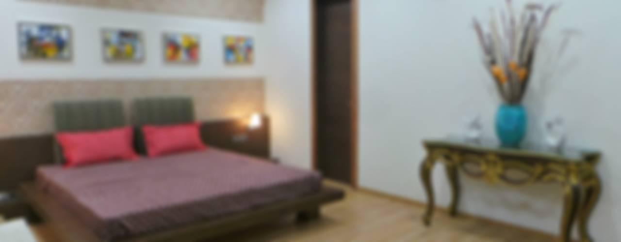 Bungalow :  Bedroom by Shadab Anwari & Associates.