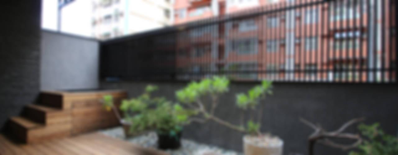 Balcones y terrazas asiáticos de 協億室內設計有限公司 Asiático