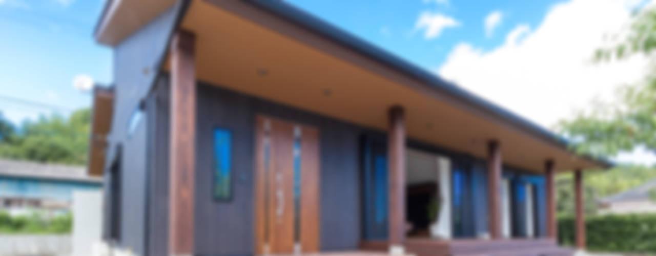 現代風玄關、走廊與階梯 根據 ㈱姫松建築設計事務所 現代風
