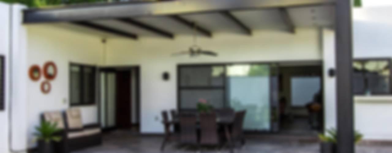 minimalist style balcony, porch & terrace by homify Minimalist